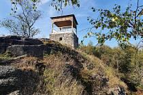 Jednou z možností vánoční vycházky je návštěva rozhledna Jeřabina v Krušných horách.