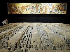 Jeden z exponátů výstavy ilustruje monumentálnost terakotové armády. Ilustrační foto