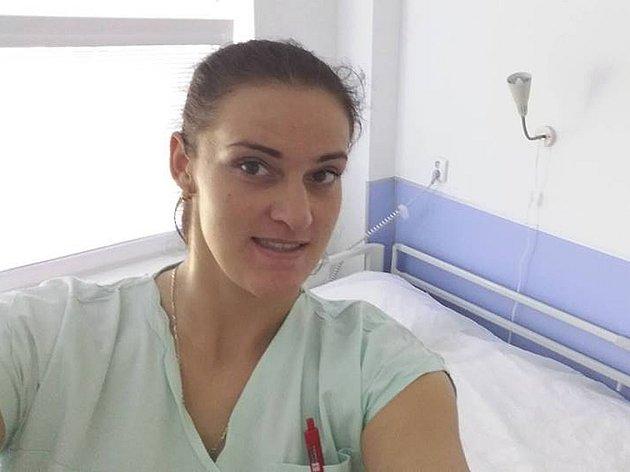 Iveta Matoušková při praxi vnemocnici.
