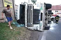 Převrácený kamion ve Srkšíně.