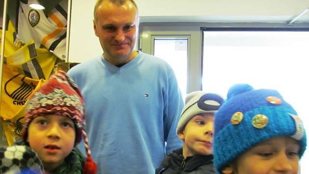 Robert Reichel s dětmi ze 7. ZŠ Most.