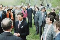 Jedna z fotografií, na které je zachycena návštěva prince Charlese v roce 1991.
