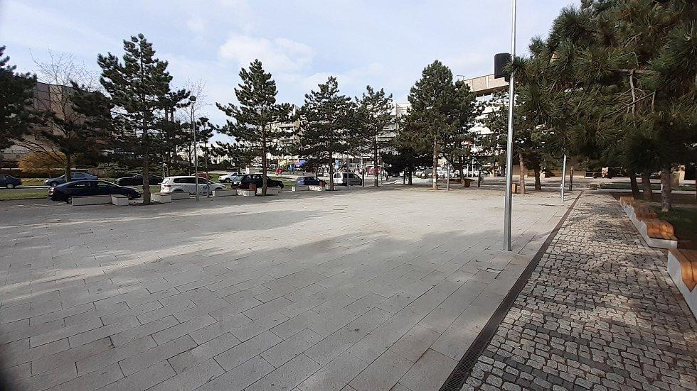 Tady bude v sobotu 1. května sobotní trh - Radniční park.