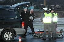 Smrtelné zranění chodce po střetu s automobilem. Ilustrační fotografie.