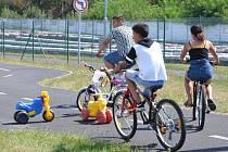 Děti z Obrnic pozval nadační fond do areálu autodromu.