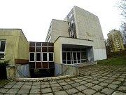 Bývalé učiliště v Meziboří.