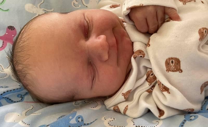 Jonáš Jirásek se narodil 14. května v 11.24 hodin mamince Tereze Jiráskové z Mostu. Měřil 49 cm a vážil 3,13 kg.