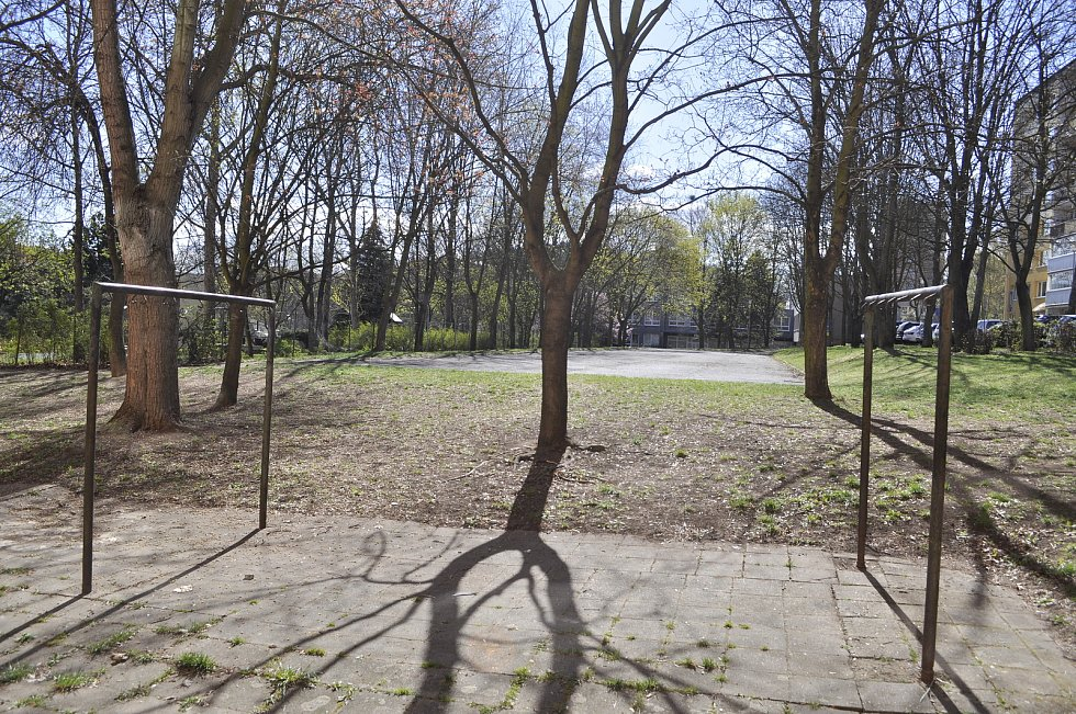 Situace u bloku 519 v pondělí 26. dubna dopoledne.