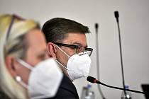 Hejtmana Ústeckého kraje Jana Schillera zneklidňují nové mutace koronaviru. Vakcín je málo.
