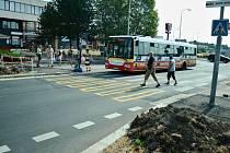 Rekonstrukce zastávky MHD a omezení dopravy u Kahanu v Mostě.
