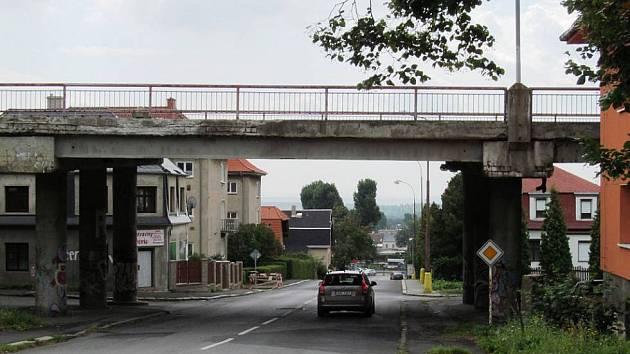 Most pomalu dosluhuje. Bude na jeho místě stát stejný, nebo dojde na architektonickou soutěž a z ní vzejde něco daleko zajímavějšího?