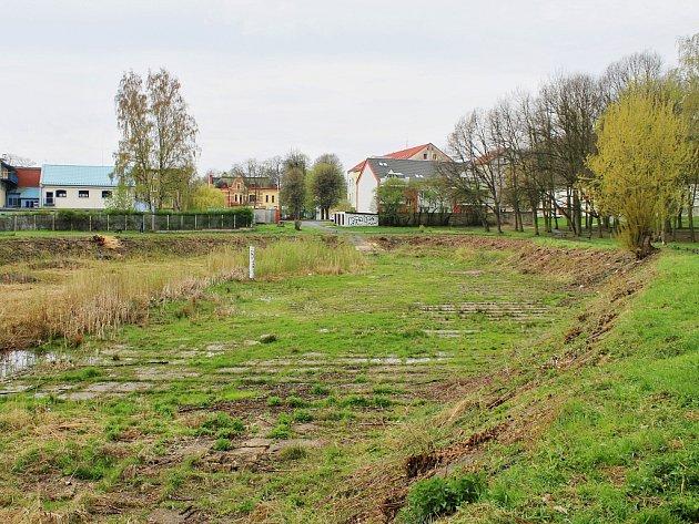 Pilařský rybník v Litvínově se začíná proměňovat