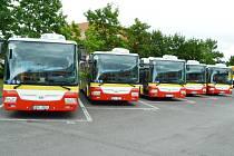 Dopravní podnik brzy uvede do provozu pět nových autobusů. Jak ukazuje spodní snímek, jsou oproti minulosti s daleko veselejší interiérem.