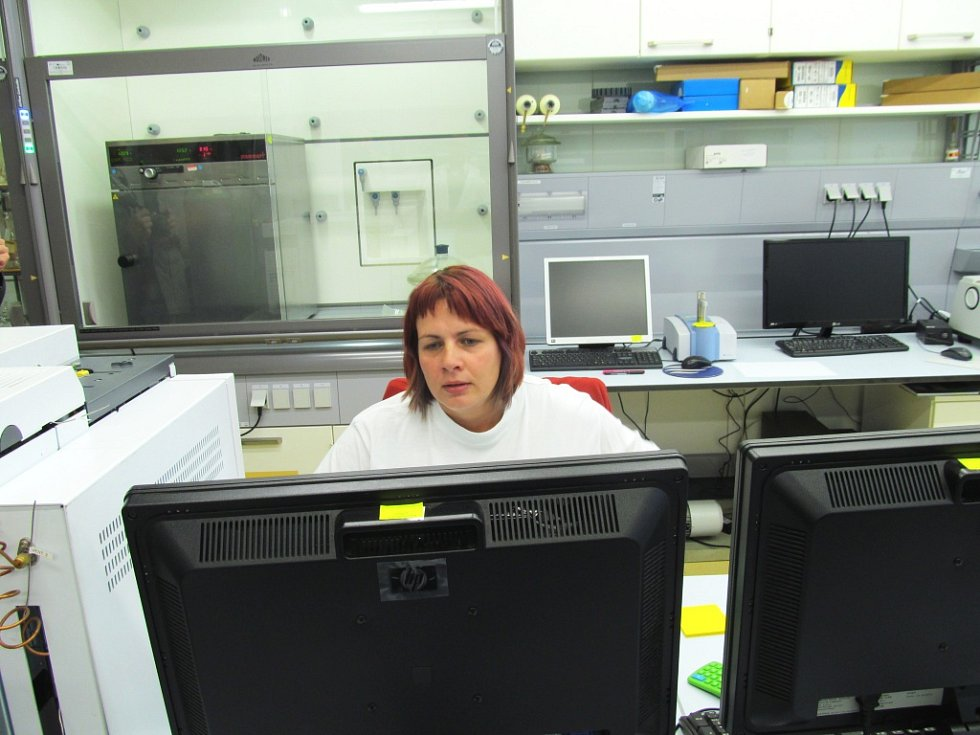 V laboratořích už pracuje několik odborníků.