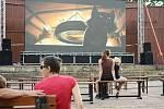 Deky, klídek, pohoda. V letním amfiteátru na Benediktu v Mostě se opět pouštěly filmy.