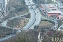Mimoúrovňová křižovatka u muzea, kde dojde k omezení dopravy kvůli stavbě mostu.