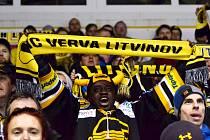 Lékař z Rakovníka Patrice Baba Musah Awonseta, původem z Ghany, v hledišti Zimního stadionu Ivana Hlinky v Litvínově.