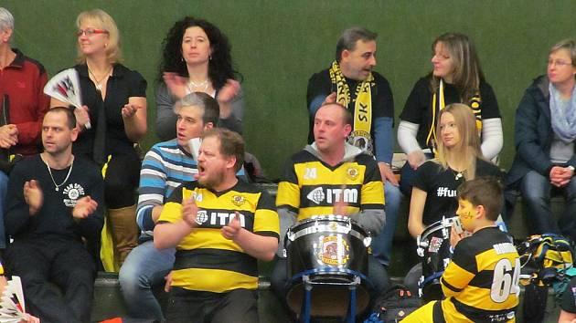 Fanoušci litvínovských florbalistů budou od příští sezony povzbuzovat z upravených tribun.