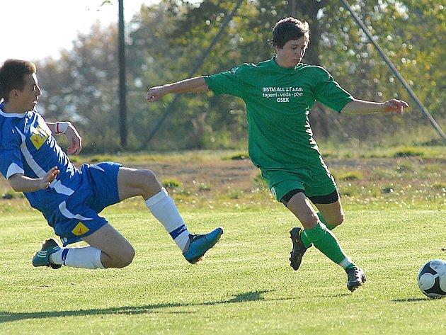 Hráči SK Kopisty (v modrém) skončili v jarní části B. třídy C na čtvrtém místě.