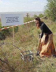 Barbora Tichá přijela na výzvu kamarádů sázet stromy až z východních Čech.