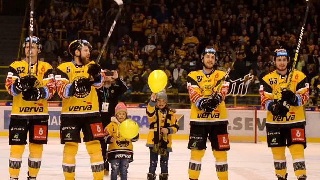 Litvínovští hokejisté slaví záchranu v extralize.