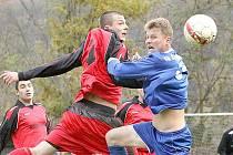 Fotbalisté Horního Jiřetína (v červeném) prohráli v Neštěmicích 0:1.