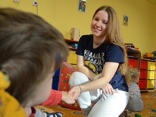 Lenka Bunešová, držitelka celostátního titulu Pečovatelka roku 2017, pracuje v mosteckém denním rehabilitačním stacionáři