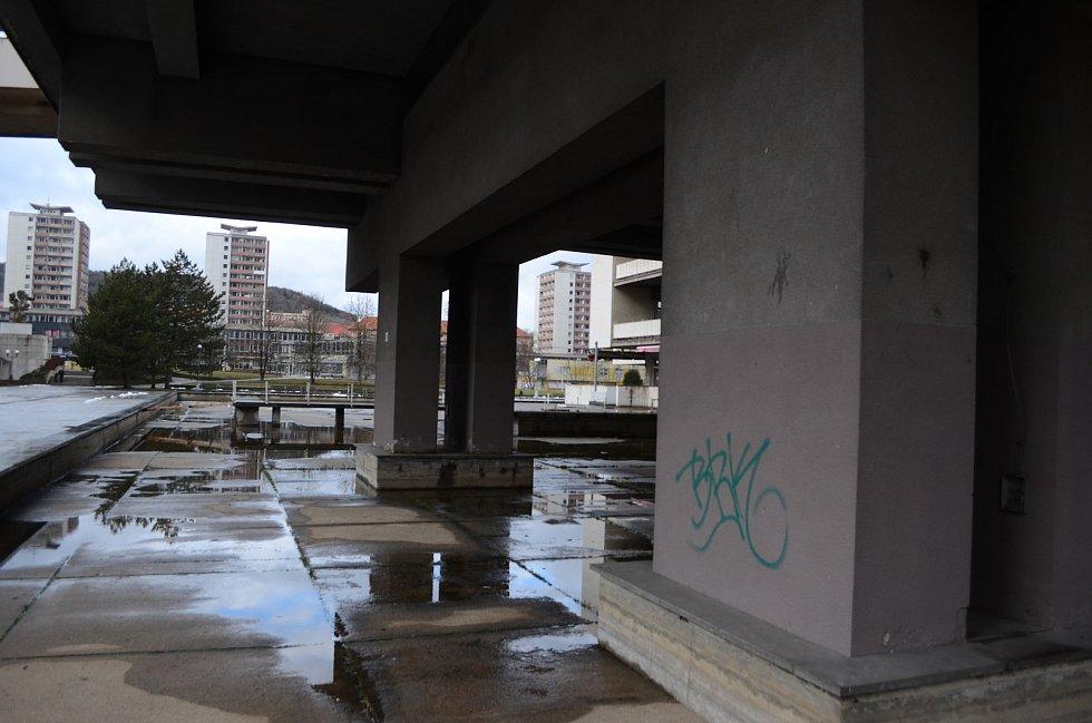 Kulturní dům Repre v Mostě je kvůli špatnému technickému stavu zavřený a čeká na rekonstrukci.