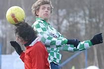 Fotbalisté Souše (v kostkovaném) se v sobotu utkají ve šlágru kola se Žatcem.