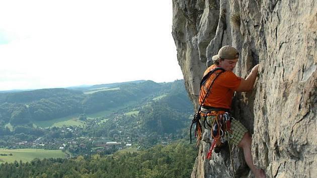 SUCHÉ SKÁLY. Ráj horolezců je před auty chráněn zákazem parkování.