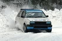 Závody do vrchu Kozákov 2009 -vůz bratří Plichtových nenašel přemožitele.