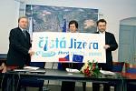 Zleva předseda VHS Turnov Milan Hejduk, starostka Turnova Hana Maierová a Jaromír Pešek, ředitel SSŽ pro západní Čechy.