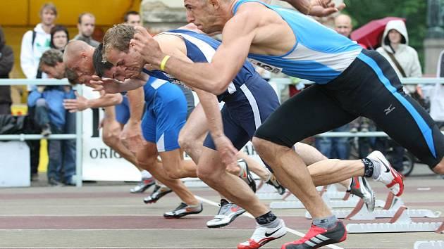 Povrch turnovské běžecké dráhy patří k nejrychlejším v republice.