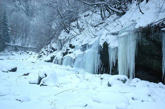Zmrzlé vodopády na Riegrově stezce.