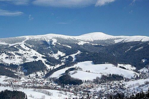 Skiareály v Rokytnici nad Jizerou.