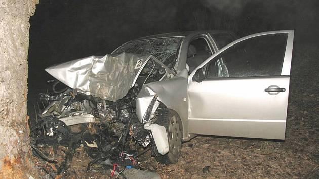 Tragická nehoda z novoroční noci v Roztokách u Jilemnice.