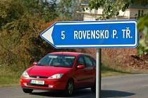 Tuháň ani Rovensko p. Třoskami ve skutečnosti neexistují. Ačkoliv Tuhaní je v ČR hned několik, žádná není s dlouhým Á.