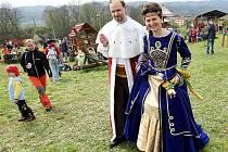 Šťastná země, král Granát s královnou.