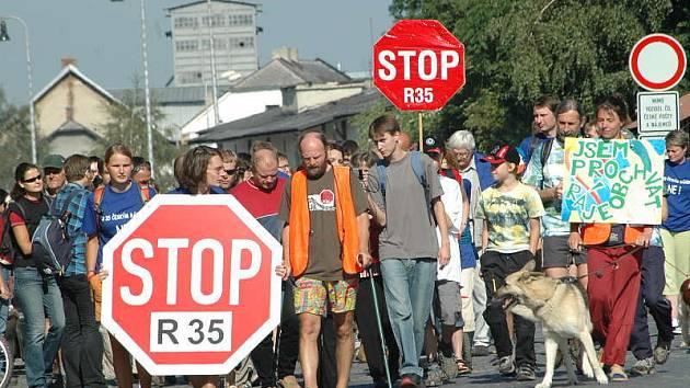 Odpůrci dálnice: R 35 by mohla vést přes Semily