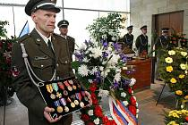 Pohřeb výsadkáře Čestmíra Šikoly.