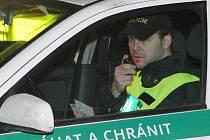 Policejní hlídka v akci. Ilustrační foto.