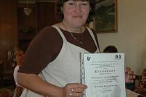 """UMÍM NĚMECKY. Mezi úspěšnými absolventy kurzu německého jazyka je i Yveta Knapová: """"Je to výborné, paní Fišerová nás skvěle vyučuje a já jsem v němčině už mírně pokročilá. Určitě budu pokračovat v dalším ročníku."""