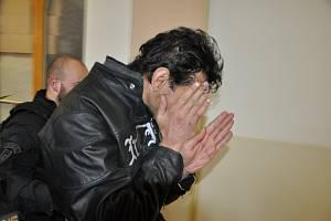 Soud poslal vpátek vpoledne 15. března do vazby muže, který minulý víkend vykradl klenotnictví Provazník vcentru Teplic.