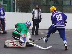 Zápas okresní hokejbalové ligy Žízeň Trnovany - Perla Řetenice skončil v normální hrací době 5:5 (1:1, 3:3, 1:1). O výhře Perly rozhodl nájezd v páté sérii.
