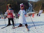 Tradiční karneval na sněhu zakončil v neděli 28. ročník lyžařské školy Snow v Mikulově na Teplicku.
