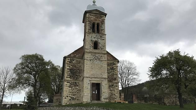 Kostel v Mrzlicích.