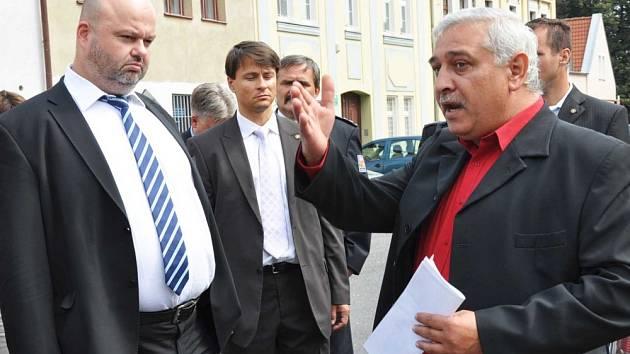 Ministr vnitra Martin Pecina při jedné z návštěv v Duchcově/ilustrační foto