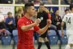 V posledním kole základní části nejvyšší futsalové soutěže porazily Teplice (v červeném) Chrudim 2:1.