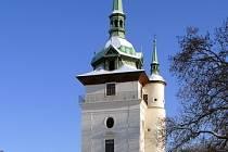 Kostel sv. Jana Křtitele na Zámeckém náměstí v Teplicích.