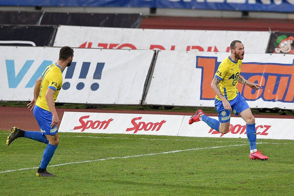 Utkání 21. kola první fotbalové ligy: FC Baník Ostrava – FK Teplice, 27 února 2021 v Ostravě. (vpravo) hráči Teplic oslavují gól Pavel Moulis z Teplic.